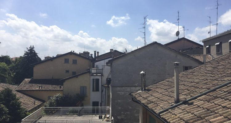 reggio emilia via roma roofs