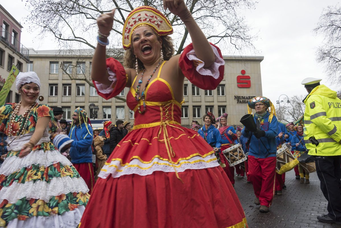 koln karnaval brazilian dancer
