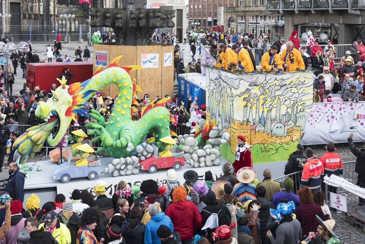 Carnival cologne dragon float