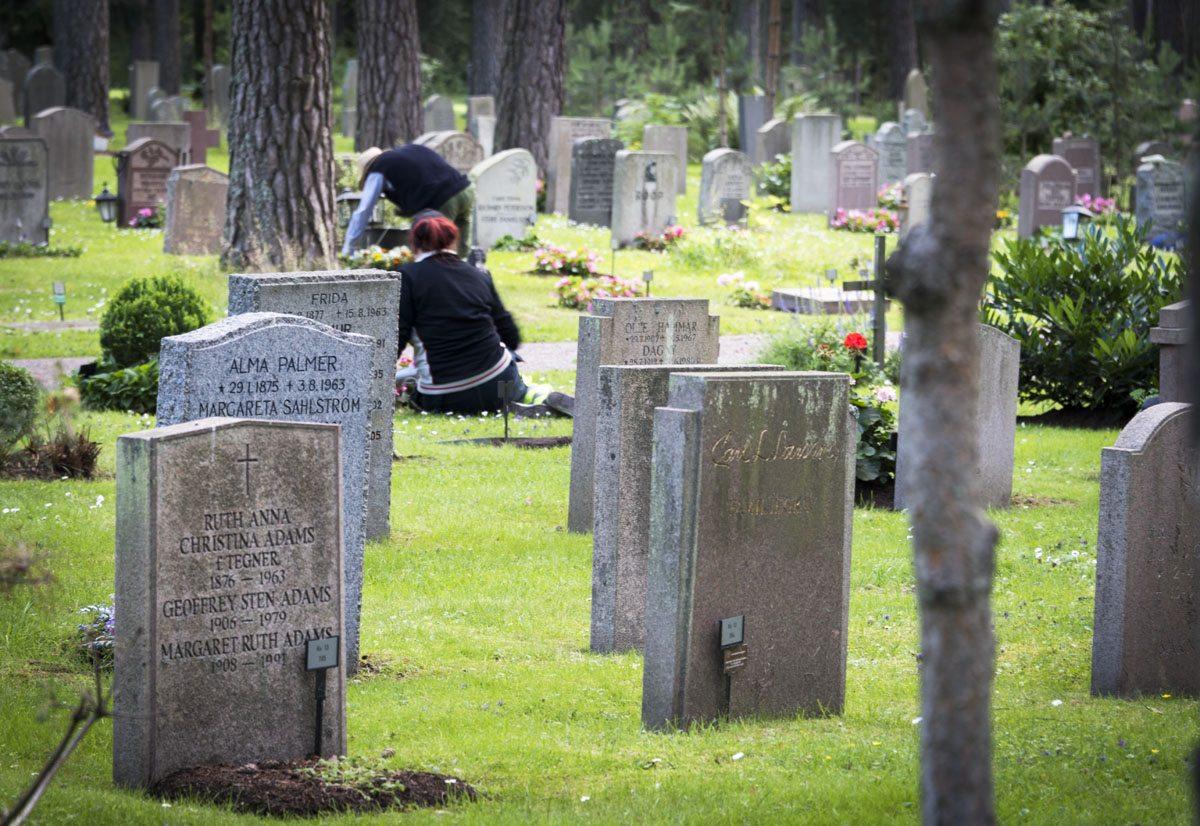 Skogskyrkogarden graves
