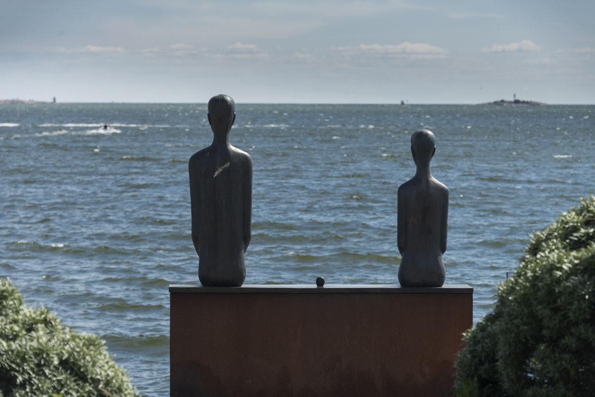 helsinki sea statues