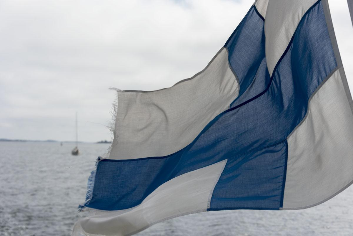 finnish-flag-on-boat