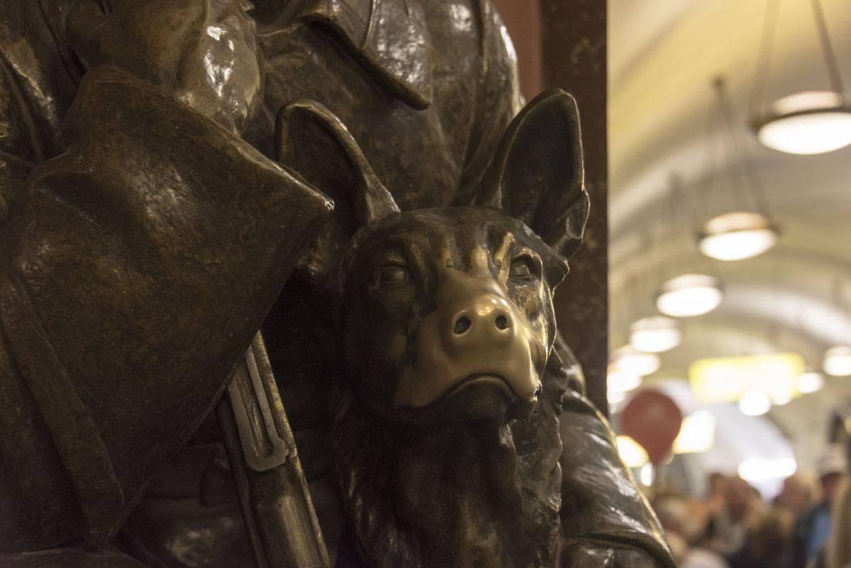 metro-moscow-statue