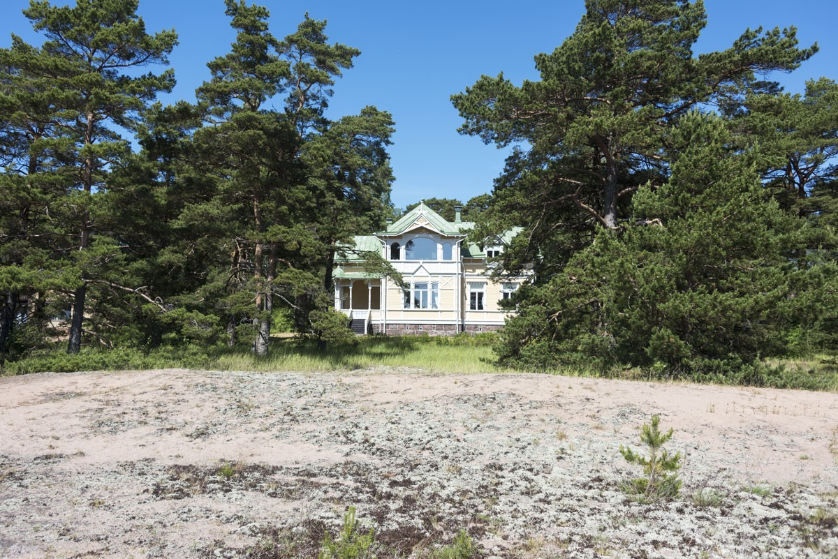 wooden-villa-hanko-finland