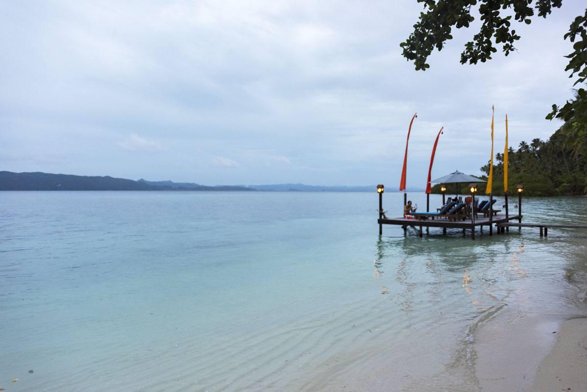 raja-ampat-dive-lodge-beach