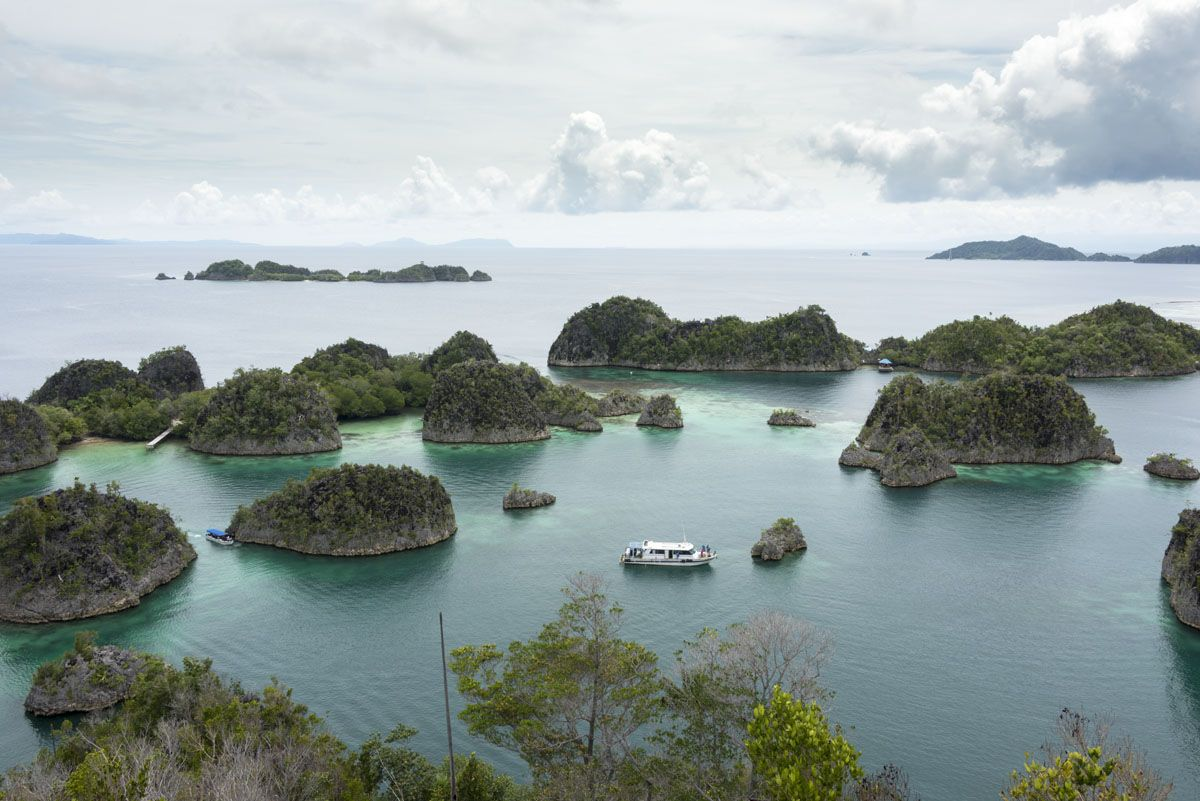 travel-raja-ampat-pianemo-islands