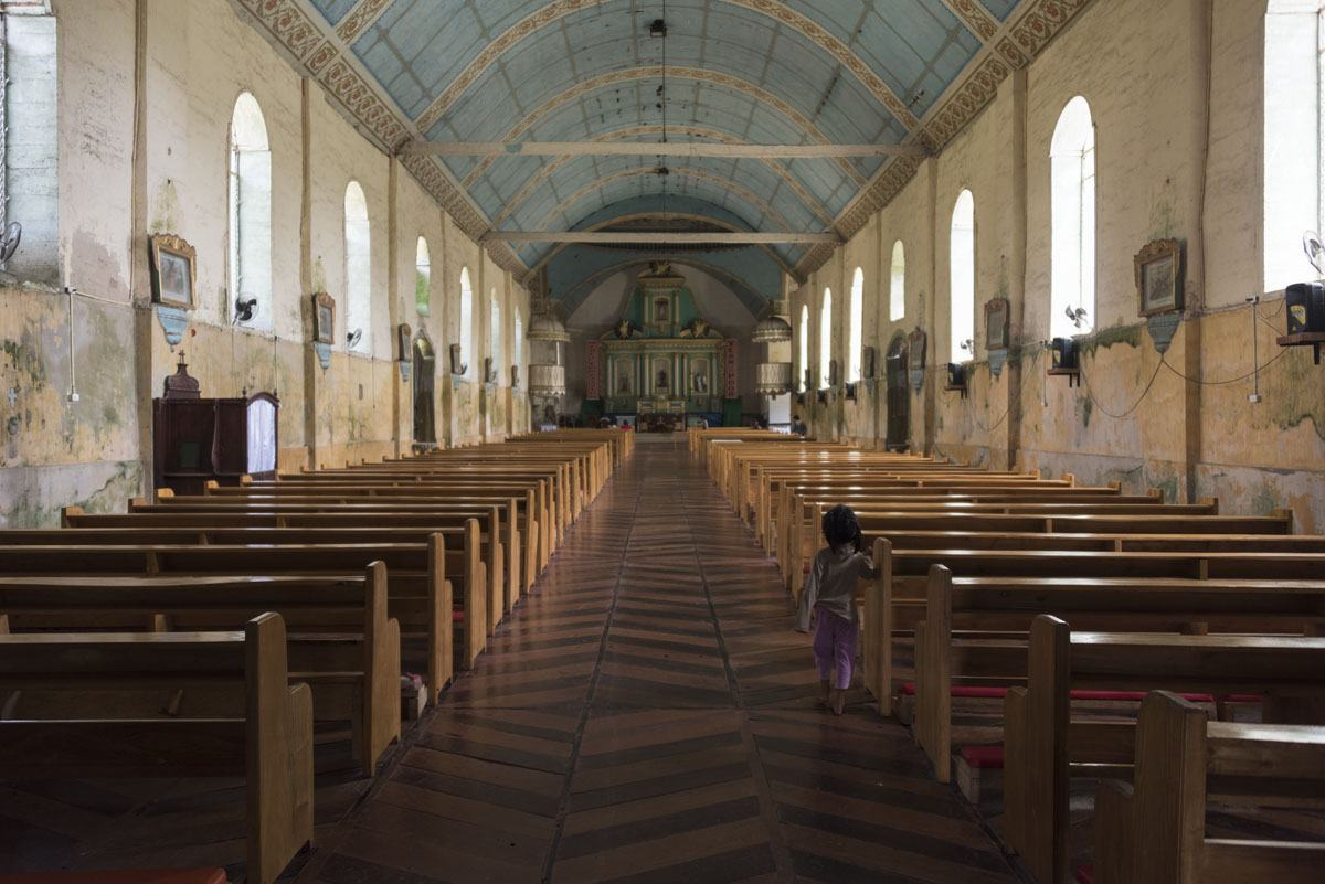 Philippines-Siquijor-lazi-church-inside