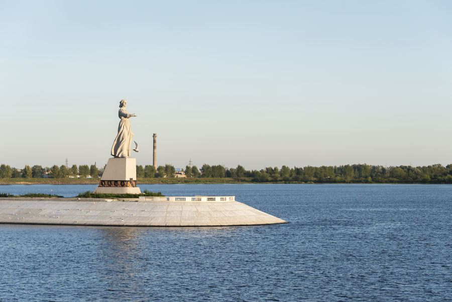 russia mother volga statue