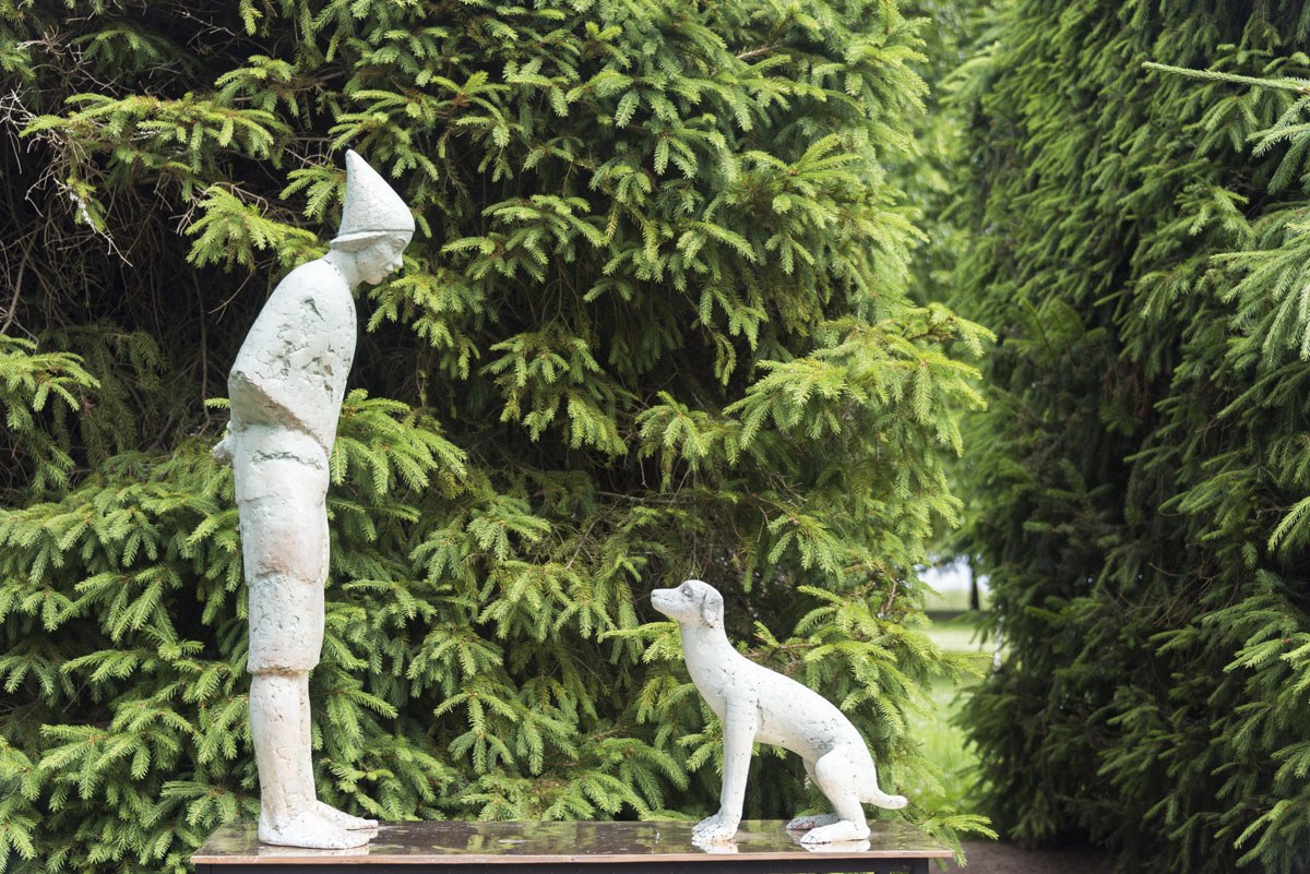 kultaranta dog statue
