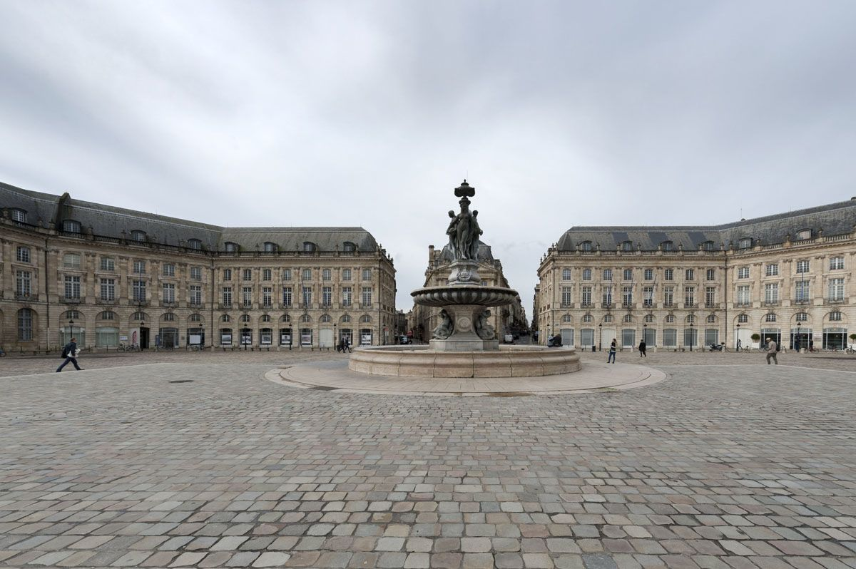 things to do in bordeaux place de la bourse