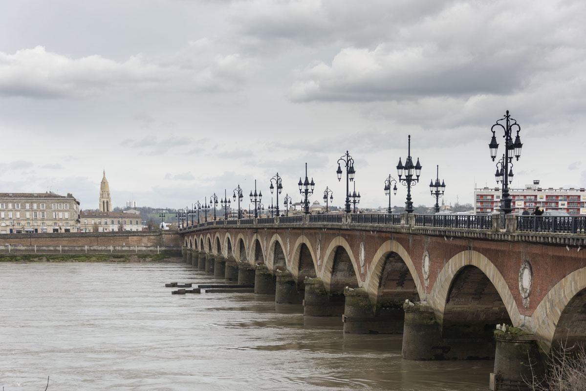 things to do in bordeaux tour pont de pierre