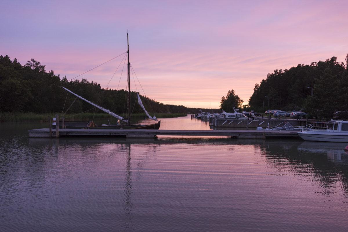 turku kustavi purple sunset