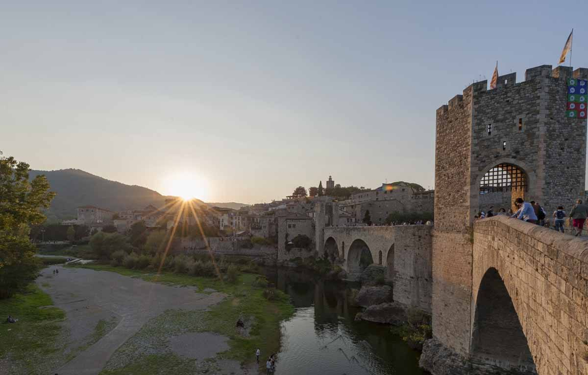 besalu bridge hiking pyrenees