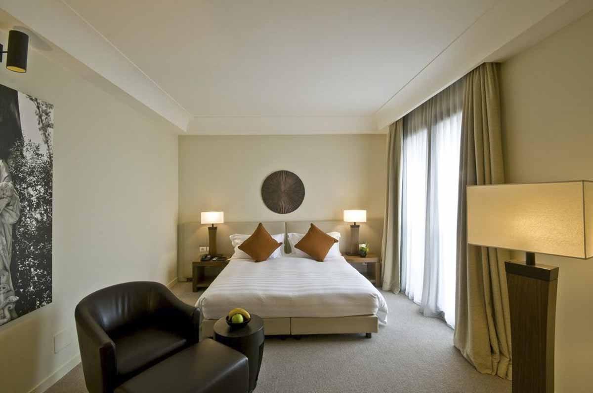 radisson hotel milan where to stay