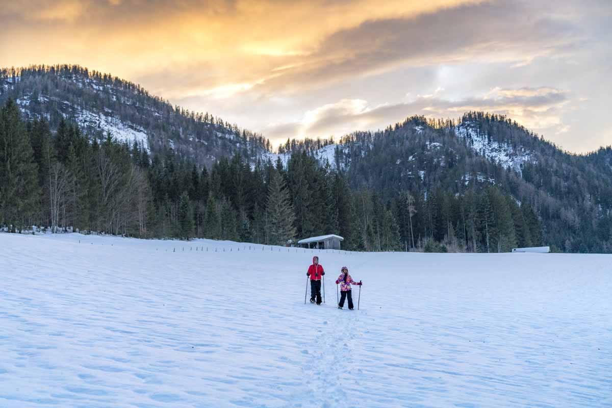 snowshoeing waidring tirol