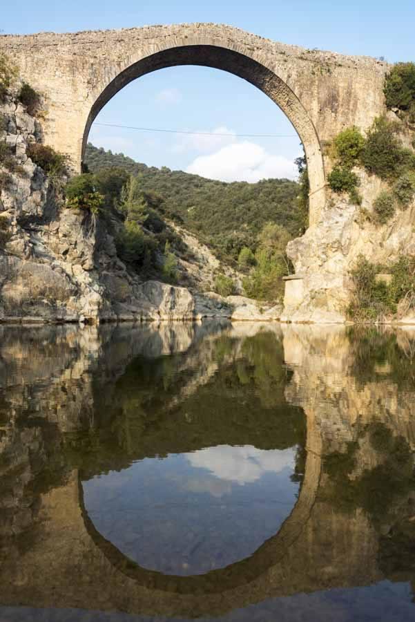 puente llierca pyrenees girona