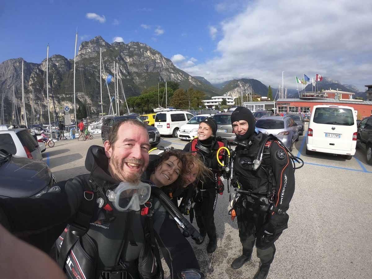 diving group selfie
