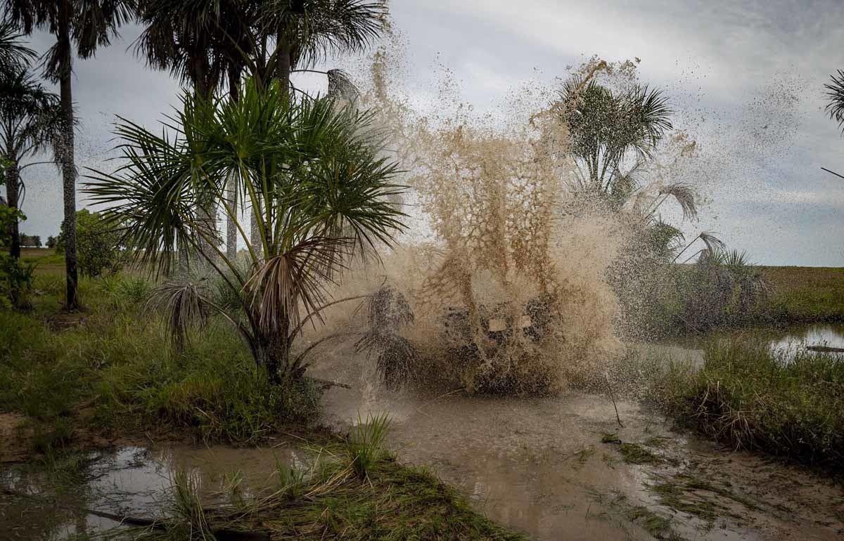 jeep splash guyana river