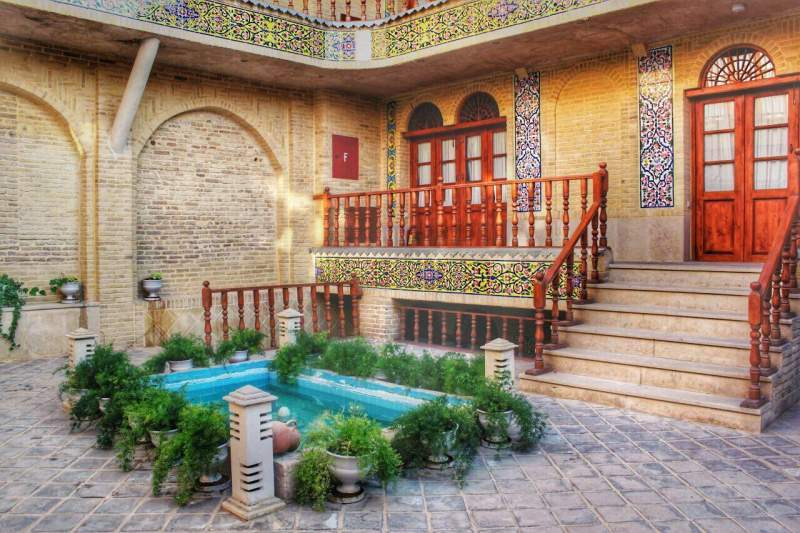 forough-hotel-shiraz-book