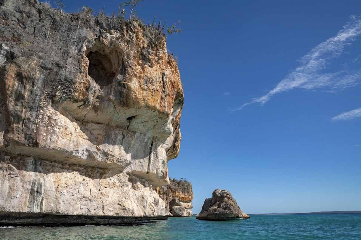 bahia de las aguilas cliffs