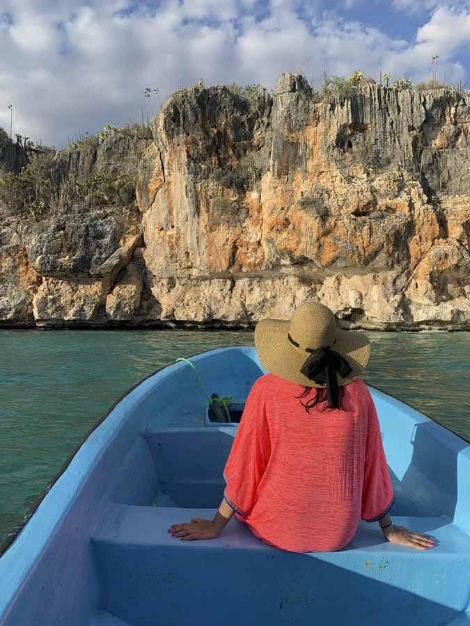 dominican republic boat girl