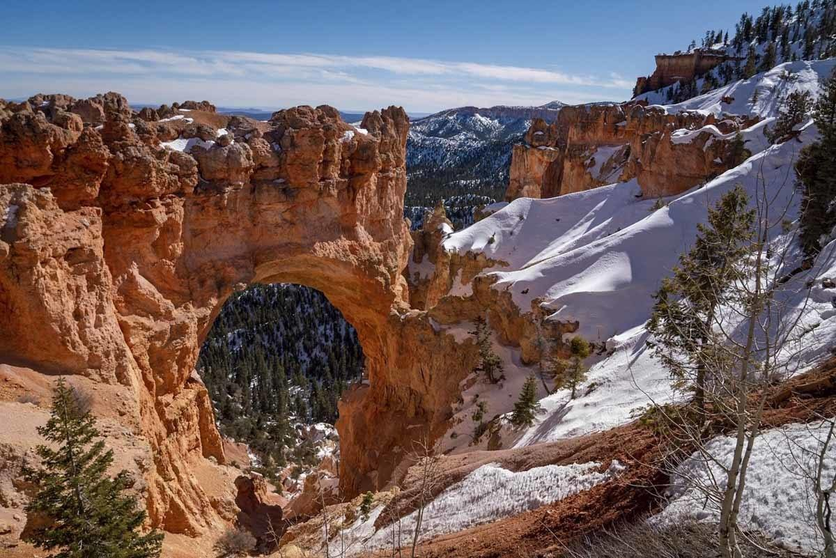 bryce natural arch winter