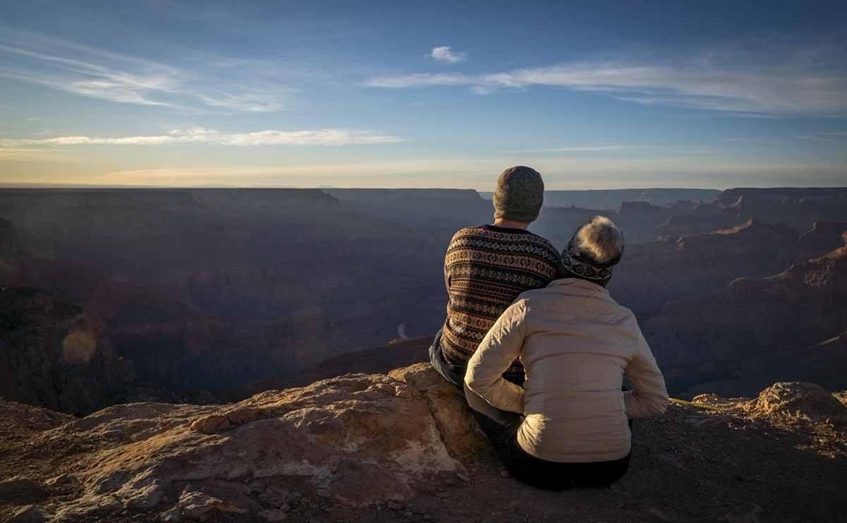 grand canyon sunset couple