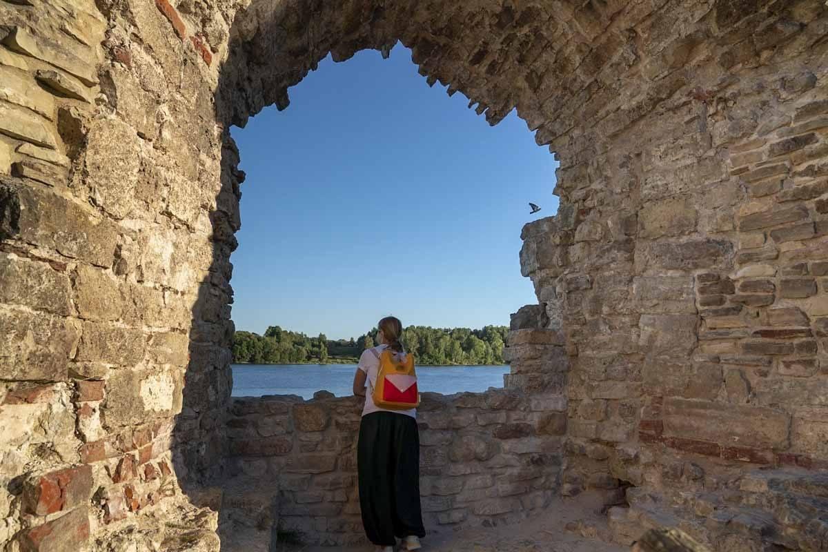 koknese castle ruins window