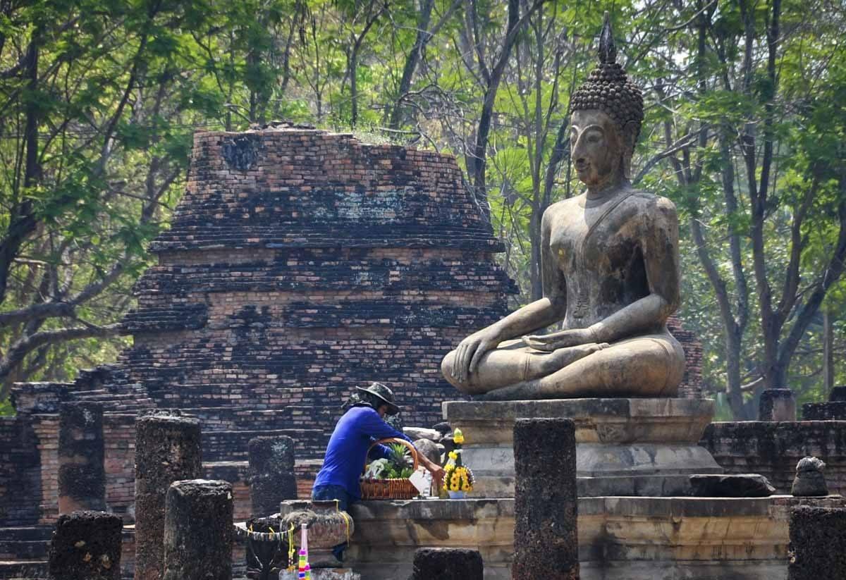 sukhothai buddha offers