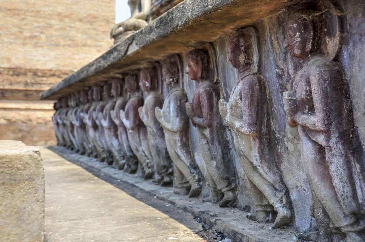 sukhothai temple carving
